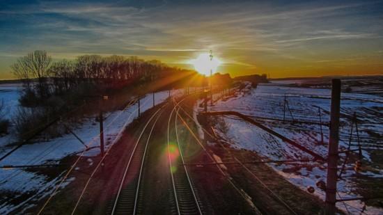 Захід сонця над залізницею