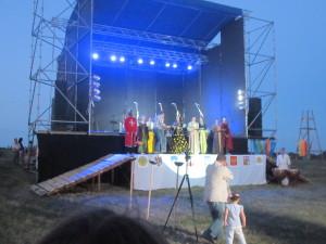 Королева Бона посвячує всіх спортсменів у свої лицарі