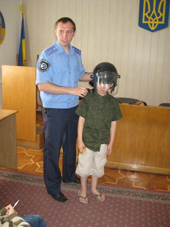 школярі у міліції (3)