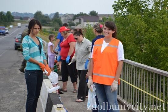 фарбування мосту у Здолбунові (2)