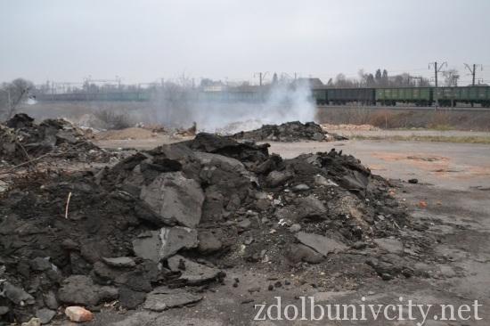 палять сміття у Здолбунові (1)