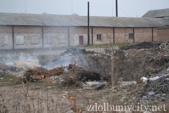 палять сміття у Здолбунові (3)