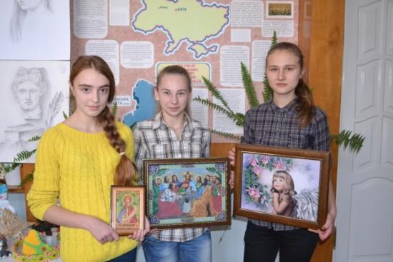 Юля Шостак, Олена Цвельо та Саша Ясінська