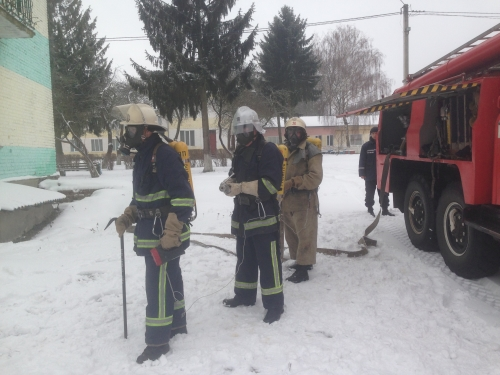 рятувальники відпрацювали тактичні прийоми гасіння пожеж в школі-інтернаті