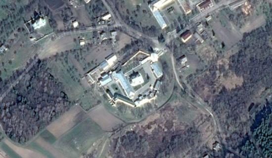Дерманський Троїцький монастир на знімку Google