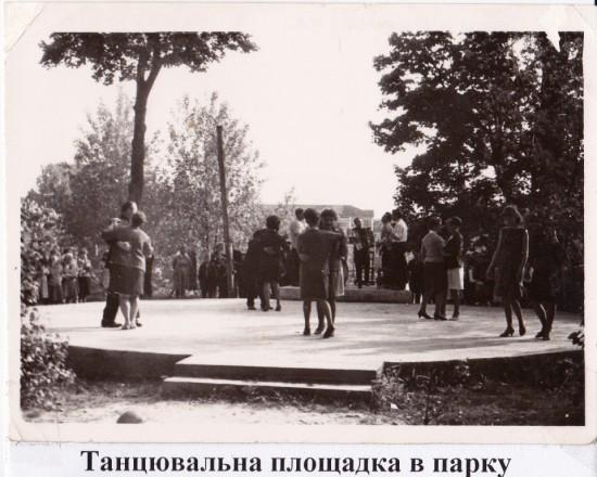 танц майданчик в парку