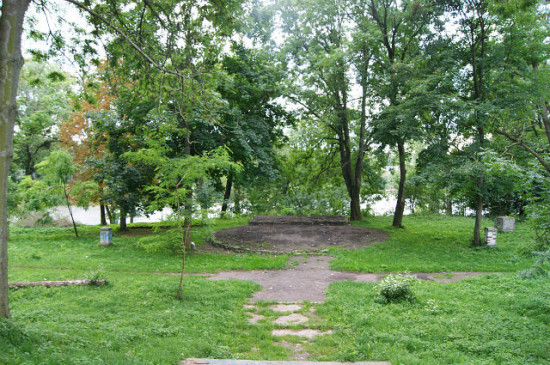 центр сцена в парку