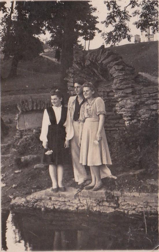 17 06 1951 р Біля гроту над ставом